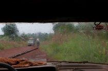 Vue de la piste par la vitre du taxi
